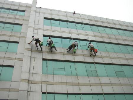郑州高空外墙清洗-施工安全注意事项