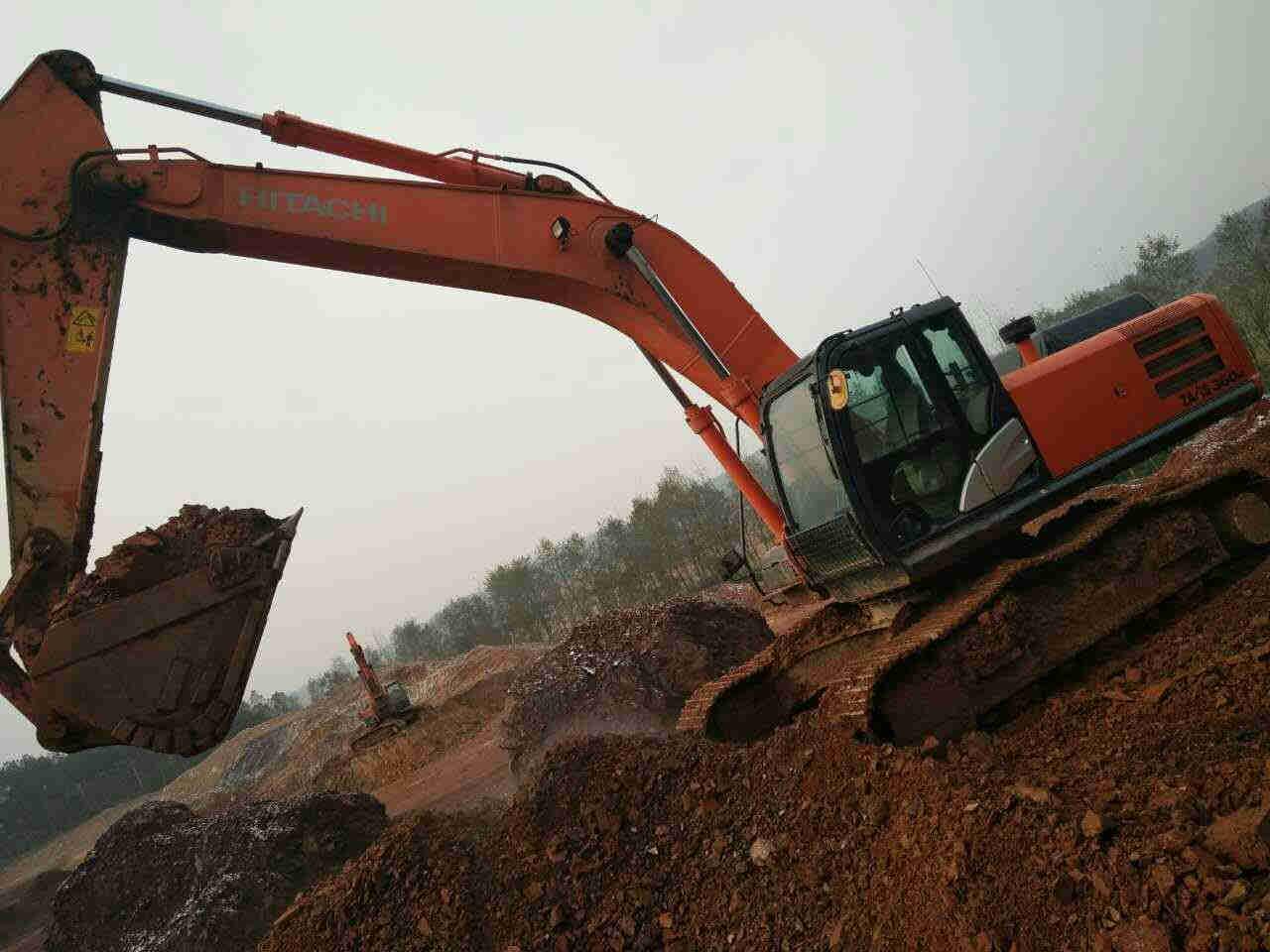 日立360挖掘机