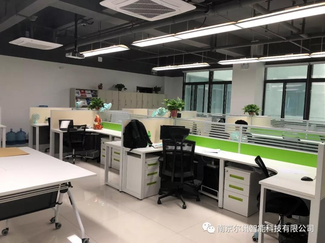 整洁的办公环境2.jpg