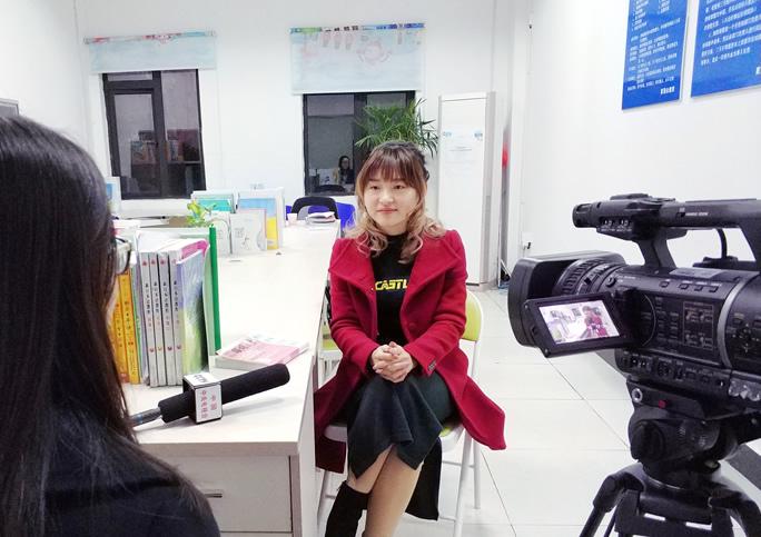 汪老师接受央视采访