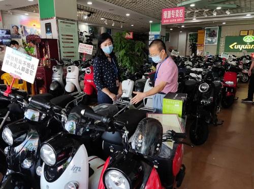 """下架171台电动摩托车!广东省中山市市场监管局开展""""头盔风暴""""专项行动"""
