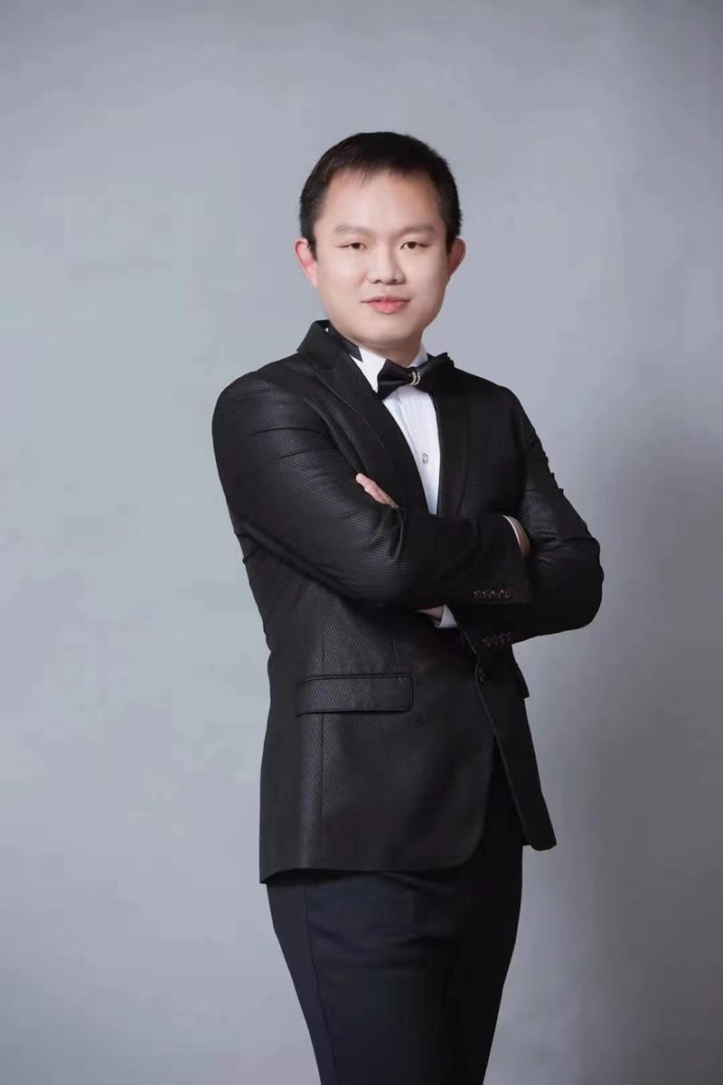 首席设计师:李忠